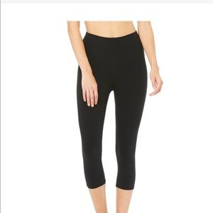 Alo High Waist Airbrush Capri leggings
